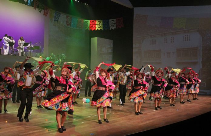 """Resultado de imagen para Perú celebra su independencia con un """"Retablo de fiestas patrias"""""""