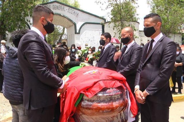 Funerales de Ángel Napaíco, alcalde del distrito de Sicaya, en Huancayo, fallecido por covid-19. ANDINA/Difusión