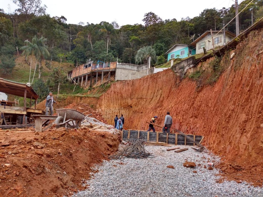 Iniciadas obras de dois muros de contenção no bairro Nova Brasília