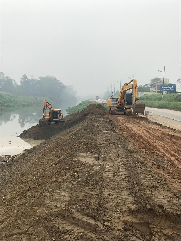 Após retirar curva do Rio Itajaí Mirim, máquinas trabalharão drenagem nos bairros Poço Fundo e Zantão