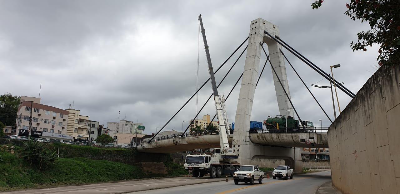 Ponte Estaiada passa por limpeza