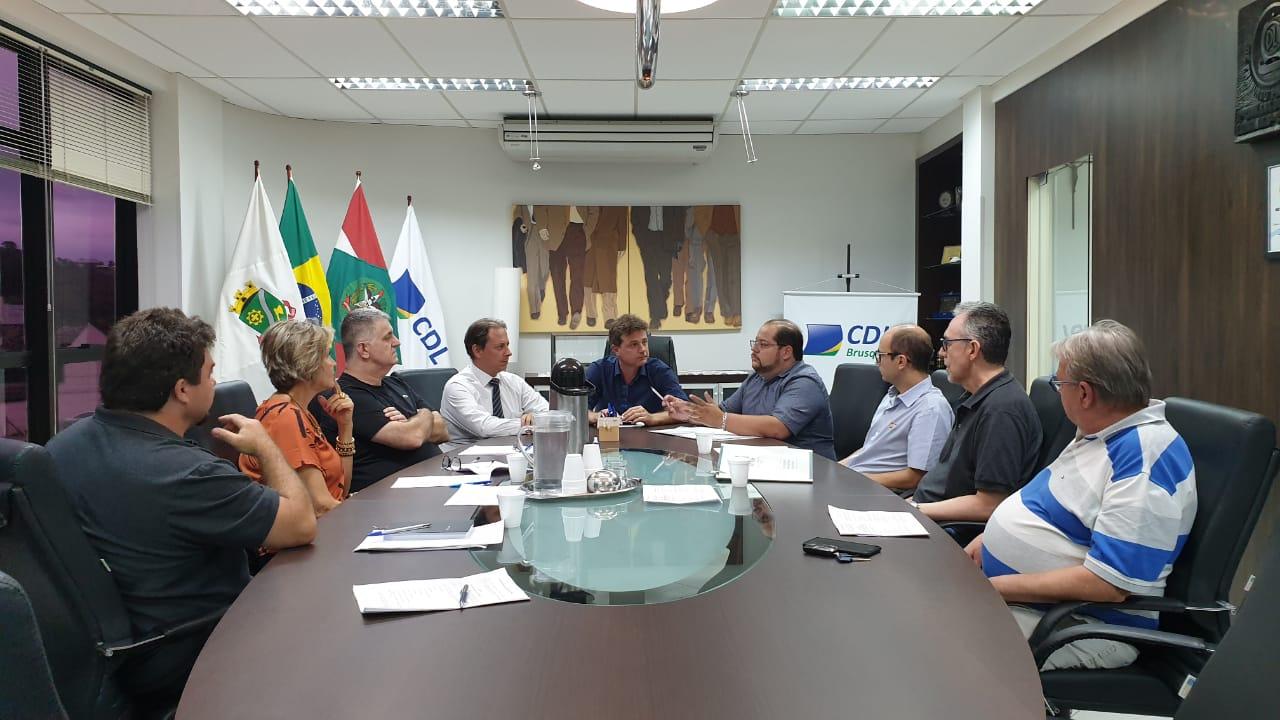 Prefeitura e CDL discutem padronização do trabalho ambulante