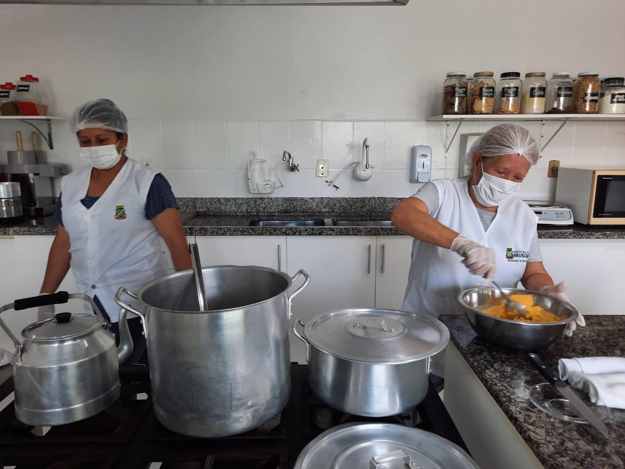 Programa de Alimentação Escolar da Prefeitura de Brusque atende alunos presenciais e remotos
