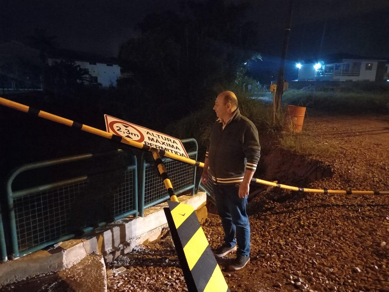 Prefeito de Brusque determina interdição da ponte na rua Itajaí