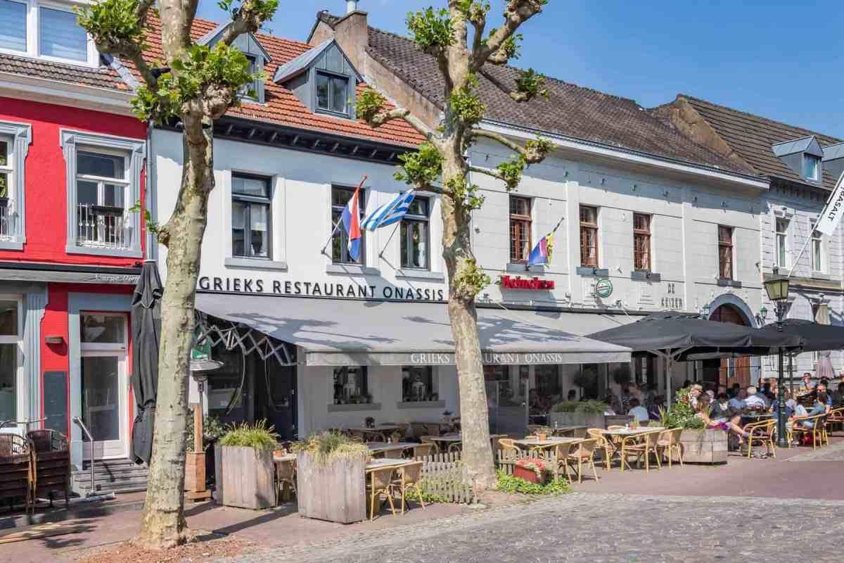 Ter overname: goed renderend Grieks Restaurant op de Markt in Meerssen