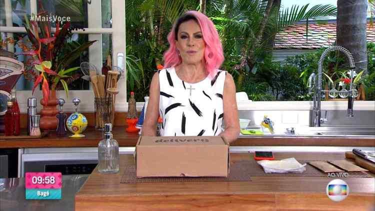 Ana Maria Braga de cabelo rosa, chama o quadro Delivery no Mais Você