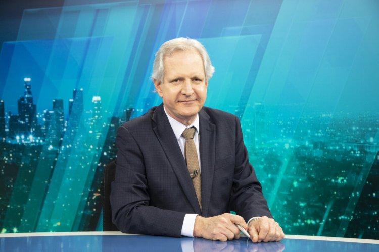 Augusto Nunes no bancada do Jornal da Record News