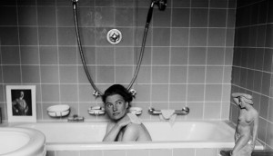 Lee-Miller-in-Hitlers-bath-Hitlers-apartment-Munich-Germany-1945-detail-1024x588