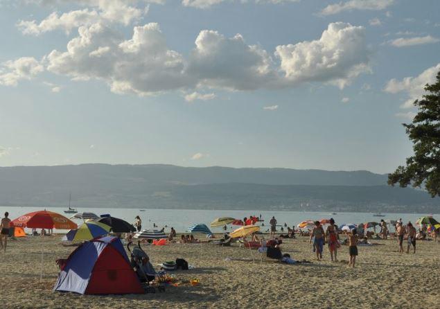 Fribourg déconseille la baignade dans le lac de Neuchâtel