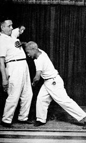Portal Capoeira Documento Histórico: CAPOEIRA, BRAZILIANS KARATE Publicações e Artigos
