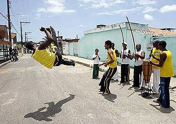 Portal Capoeira Comunidade & Capoeira: Os contrastes de um bairro-cidade Cidadania