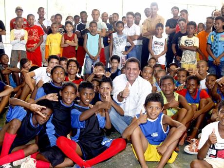 Portal Capoeira SÃO LUÍS: Escolinhas recebem kits esportivos e Material para prática da Capoeira Cidadania