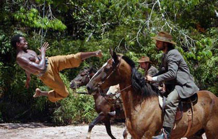 Portal Capoeira Cinema: Mestre chinês faz herói baiano voar Notícias - Atualidades