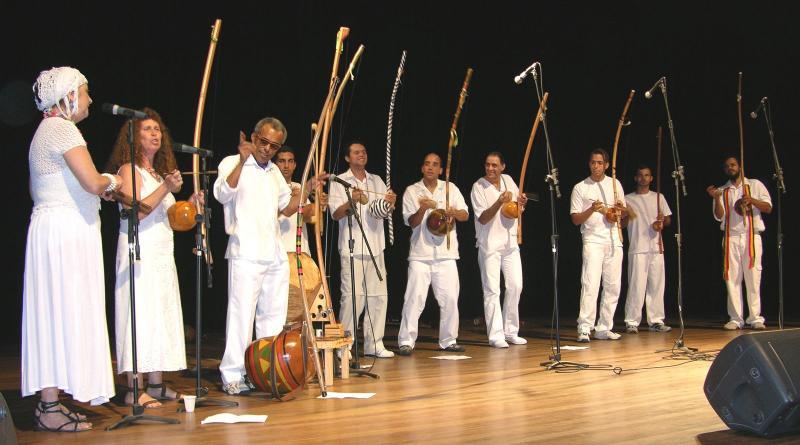 Portal Capoeira Orquestra de Berimbaus do Morro do Querosene - Direção e Regência: Dinho Nascimento Musicalidade