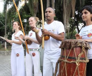 Portal Capoeira Niterói: Capoeira atravessa a fronteira e ganha adeptos no restante do mundo Notícias - Atualidades