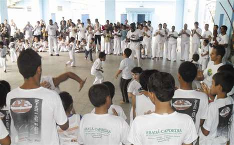 Portal Capoeira Angra dos Reis: Grupo promove Festival da Arte-Capoeira Eventos - Agenda
