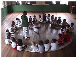 Portal Capoeira Aula de capoeira resgata a cidadania Cidadania