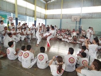 """Associação """"Anjos Guerreiros"""" realiza batizado de capoeira"""