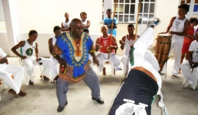 Portal Capoeira Bahia: Mestre Curió condena a elitização da capoeira pelas universidades Notícias - Atualidades