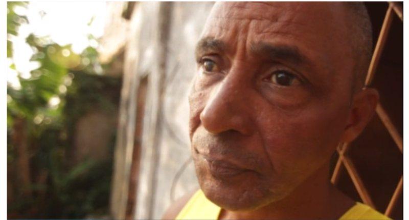 Mestre cego inspira jovens na capoeira