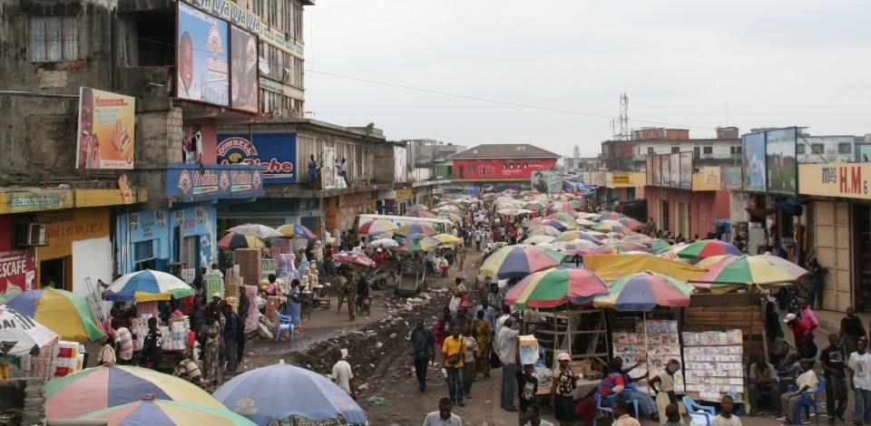 A capital da República Democrática do Congo, com seus 12 milhões de habitantes, é a segunda cidade do mundo, logo atrás do Rio de Janeiro, em número de crianças abandonadas.