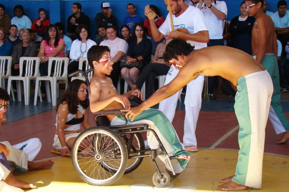 Rio Branco: Projeto Capoeira na Apae gradua alunos com deficiência