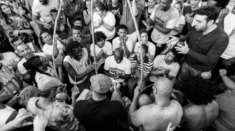 Portal Capoeira Capoeira: Ensaio sobre a função da diversidade na roda Papoeira Fundamentos da Capoeira