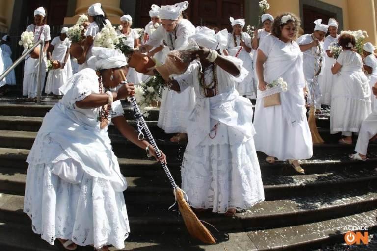 Portal Capoeira Campinas: Multidão acompanha Lavagem da Escadaria da Catedral Cultura e Cidadania