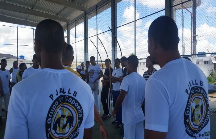 Detentos do Complexo do Curado são graduados em capoeira