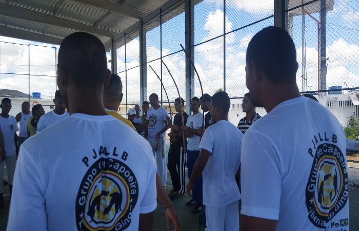 Detentos do Complexo do Curado são graduados em capoeira Capoeira Portal Capoeira