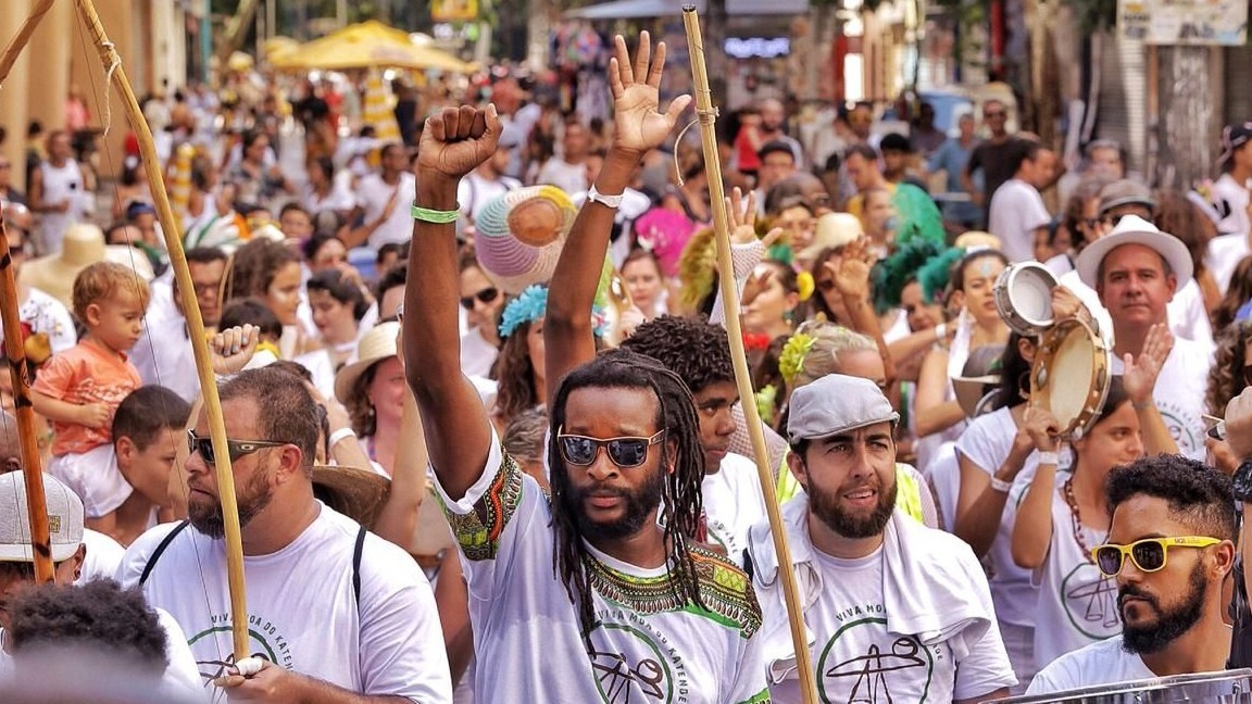 Diversidade de ritmos é a marca do Carnaval Paulistano: Axé, Punk e Capoeira Capoeira Portal Capoeira