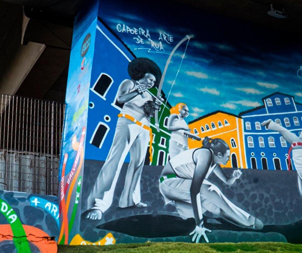 Bahia: Avenida Bonocô ganha painel de grafite sobre Capoeira