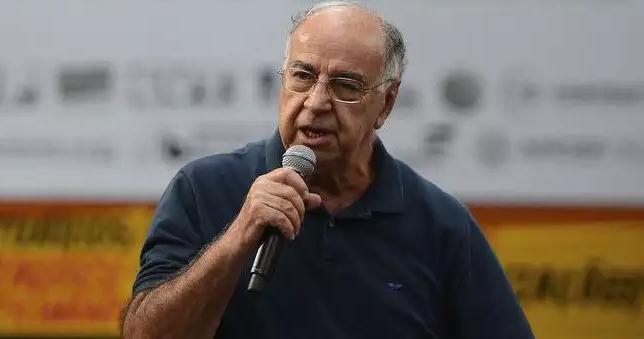 Estrella critica política para o petróleo pós-2016 e propõe a reconstrução da Petrobras