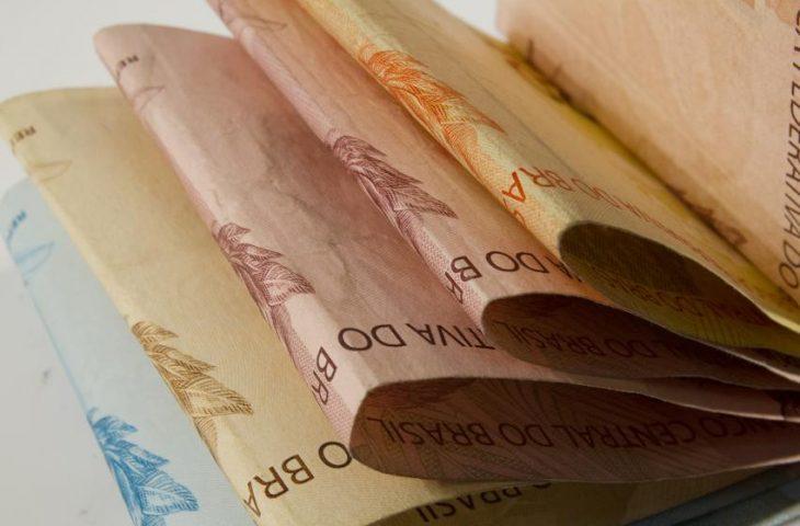 Governo do Estado deposita hoje salário dos servidores; dinheiro estará disponível para saque na terça-feira
