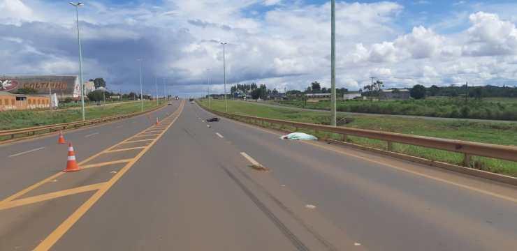 Jovem de 26 anos morre na BR-364 após ser fechado por carreta