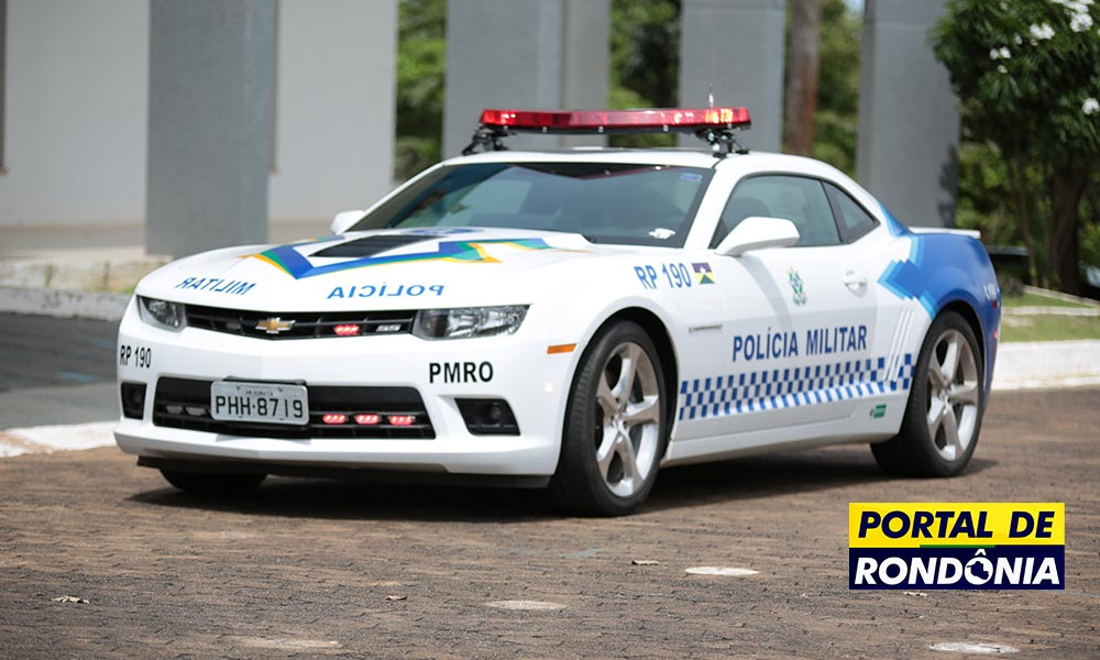 Chevrolet Camaro vira viatura da Polícia Militar em Porto Velho