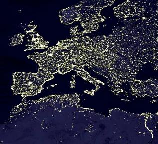 A parte mais intensa da poluição luminosa reflete sensivelmente a extensão do Império Romano antes da invenção das lâmpadas elétricas. Que frase iluminada teria César adicionado ao seu leque de expressões famosas?