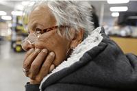 idoso-americano-muito-pobre-para-se-aposentar-e-muito-jovem-para-morrer