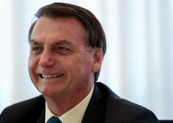 Bolsonaro é multado por não usar máscara e provocar aglomeração no Maranhão