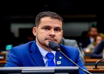 Capitão Alberto Neto pede isenção de água luz e um auxílio alimentação para famílias de baixa renda