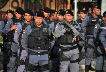 POLÍCIA MILITAR DETÉM DUPLA POR PORTE ILEGAL DE ARMA DE FOGO