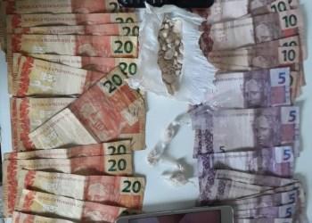 Polícia Militar detém três homens por furto e tráfico de drogas em Alvarães