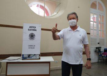 PREFEITO ARTHUR NETO VOTA PELO 1º TURNO E DESTACA AMADURECIMENTO DA DEMOCRACIA