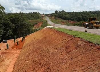 GOVERNO DO AMAZONAS AVANÇA COM OBRAS DE MANUTENÇÃO NA ESTRADA DE BALBINA