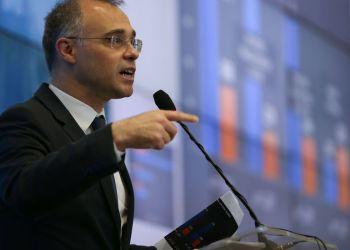 Ministro da Justiça, André Mendonça, fala à imprensa no Centro Integrado de Comando e Controle (CICN)