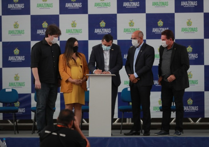 Wilson Lima anuncia abono do Fundeb, de até R$ 12 mil, para 26,7 mil servidores estaduais da educação