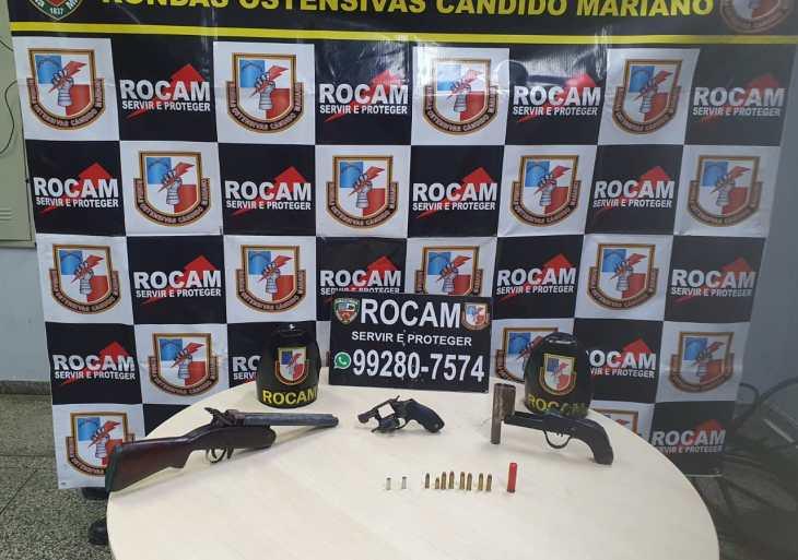 Polícia Militar detém dois homens com armas de fogo de fabricação caseira no Distrito de Cacau Pirêra
