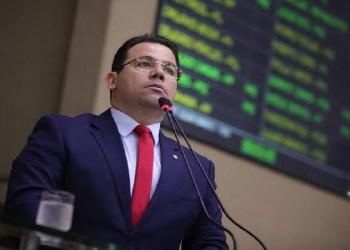 """""""Cadê o pedido de prisão do Wilson Lima? """", cobra Wilker após MP pedir prisão do prefeito David Almeida por """"fura-fila"""" na vacinação"""