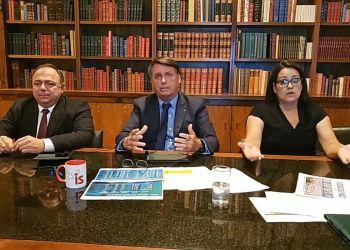 Presidente Bolsonaro e Ministro Pazuello em Live no Facebook