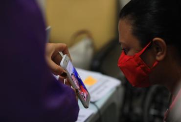 Familiares fazem 'visita virtual' a pacientes internados com Covid-19 no Hospital 28 de Agosto
